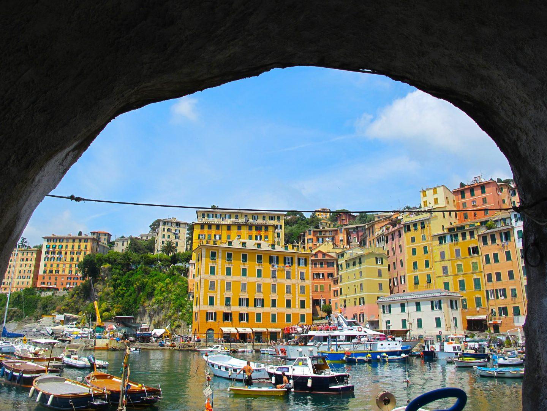 イタリア|カラフルな港街「カモーリ」を散策 海の底に眠るワインとは?