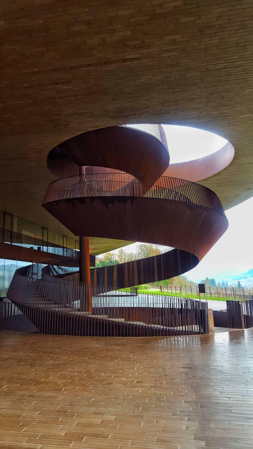 アンティノリ ワイナリー の螺旋階段