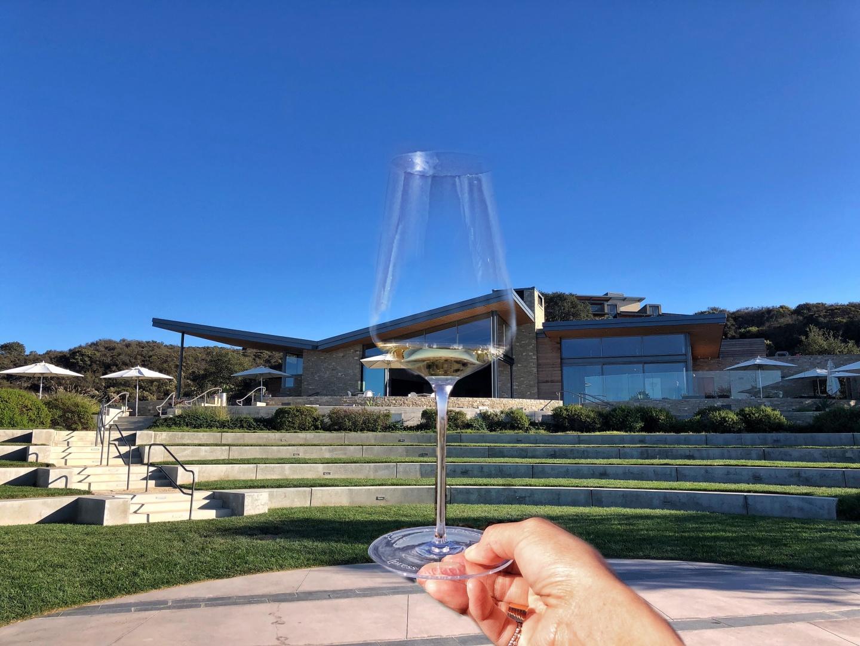 青空の下でワインテイスティング プレスキールワイナリー | Santa Barbara  Presqu'ile winery